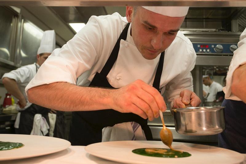 S.Pellegrino Young Chef Italia 2016: Alessandro Rapisarda al lavoro