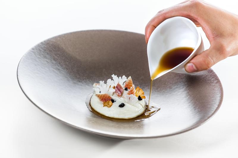 Michele Lazzarini - Lightly smoked eel, cauliflower, black nuts (Anguilla leggermente affumicata, cavolfiore, noci nere)