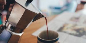 Il galateo del caffè, le 5 regole (definitive) per servirlo nella maniera giusta